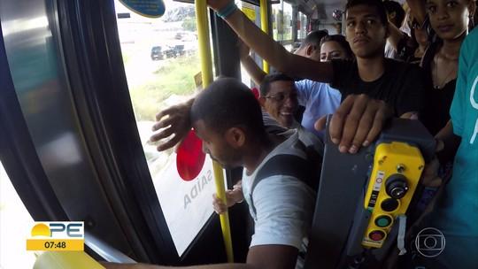 TI Sufoco: passageiros enfrentam desafios diários para atravessar o Grande Recife de ônibus