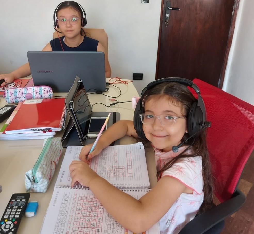 A filha mais nova de Cristiano, refugiada no Brasil, tem aulas de reforço de português — Foto: Arquivo pessoal