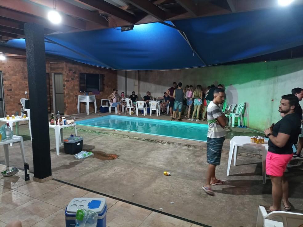 Festa clandestina foi flagrada em Rio Preto (SP) — Foto: GCM/Divulgação