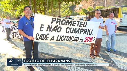 Em dia de protesto de vans,Crivella anuncia projeto para ajuste de linhas e anistia parcial de multas de motoristas