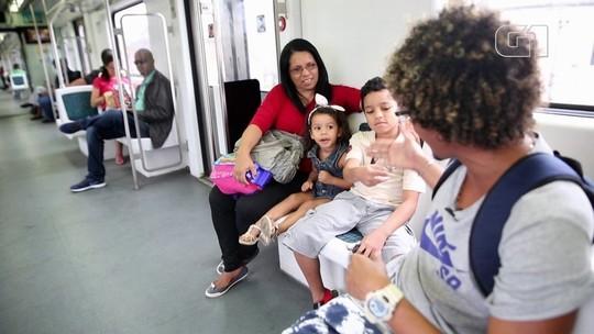 VÍDEO: MC Estudante improvisa rimas com passageiros dos trens do Rio