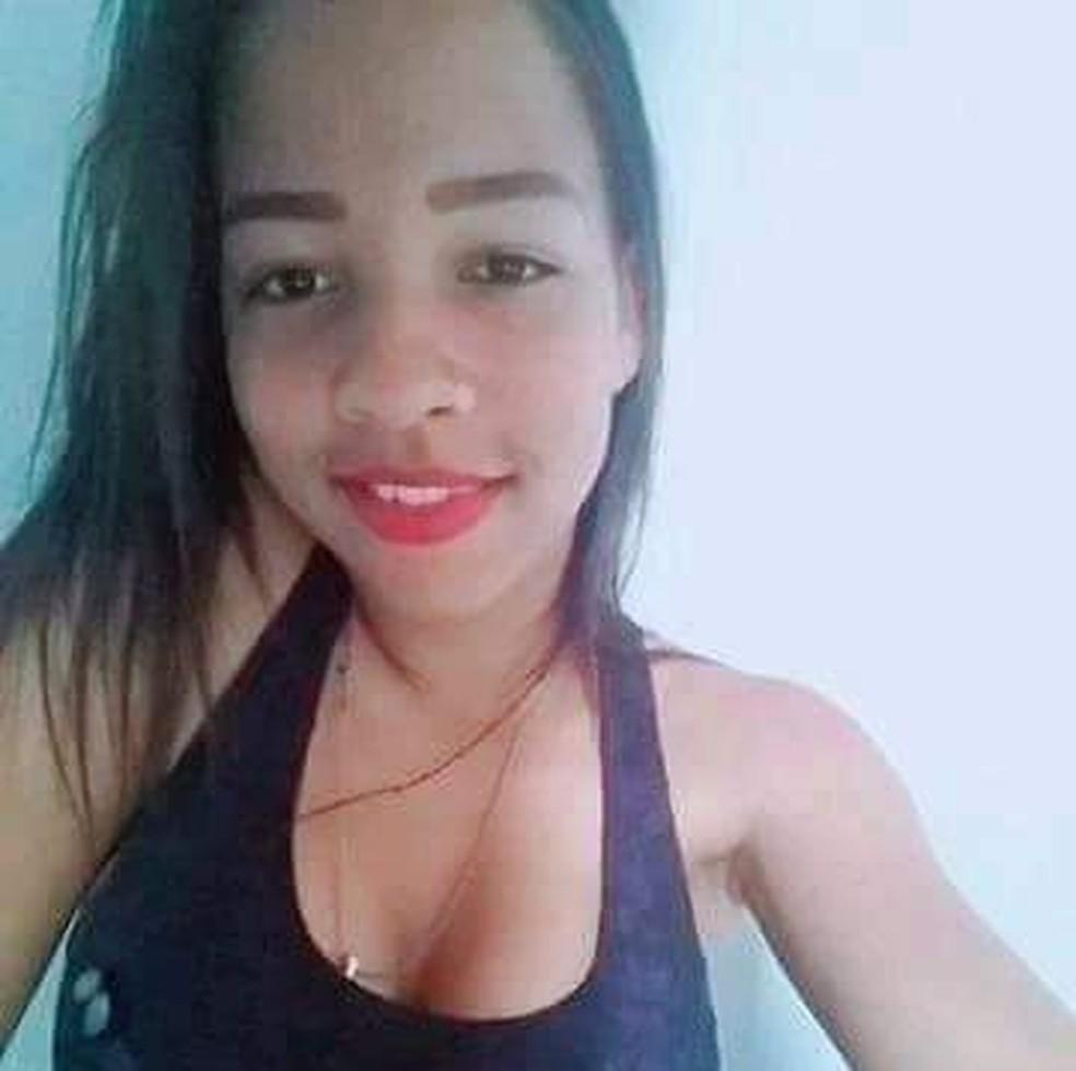 Vanessa dos Santos Carvalho, de 17 anos foi morta com uma facada no pescoço — Foto: Polícia Civil/ Divulgação