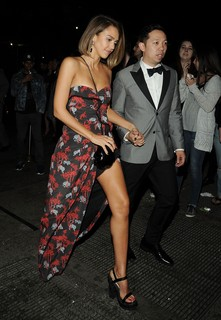 Jessica Alba, de Kenzo, chegando ao after party de Rihanna