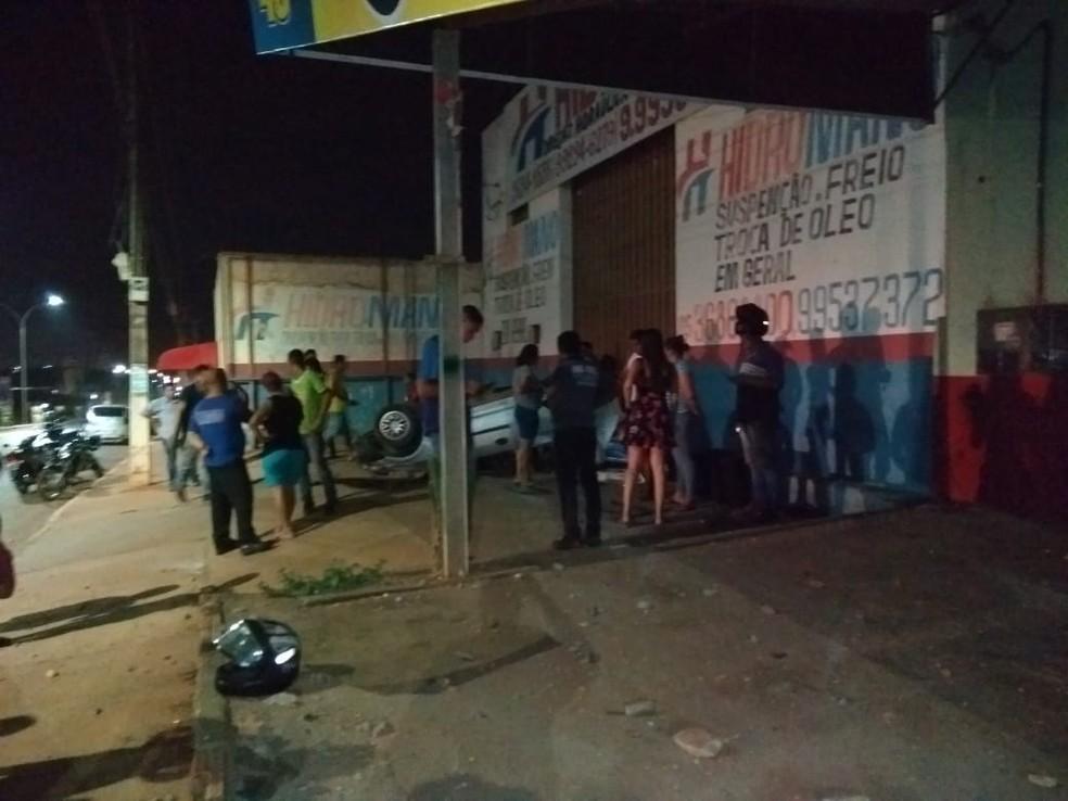 O capotamento ocorreu na Avenida Filinto Müller, no bairro Paiaguás. — Foto: Divulgação