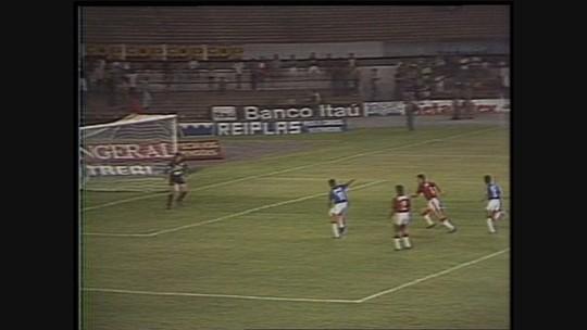Você se lembra? Na estreia de Cleisson, Cruzeiro goleia o Furacão, em 1992