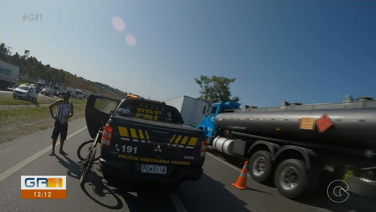 Ciclista morre atropelado enquanto fugia de assalto na BR-101