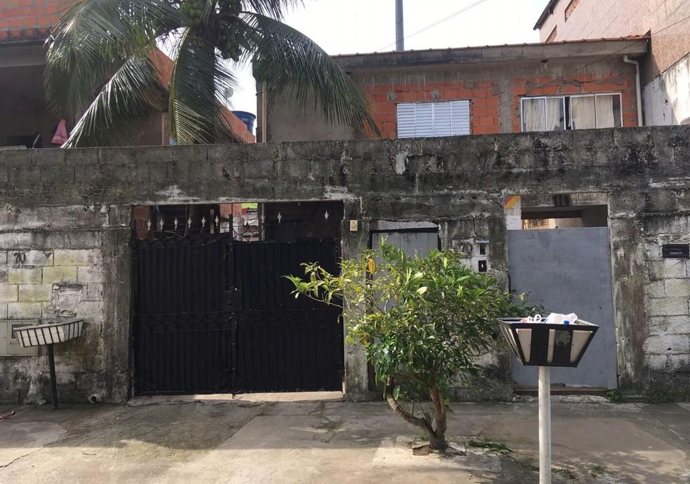 Casa onde os corpos de Thamiris e as filhas foram achados, em São Vicente, SP (Foto: Solange Freitas/G1)