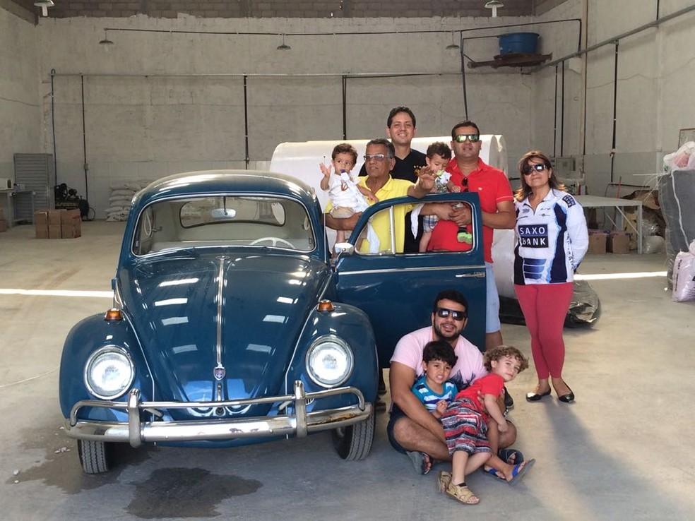 Família Brasileiro mora em Garanhuns, no Agreste de Pernambuco, tem Fusca desde 1966 (Foto: Felipe Brasileiro/Arquivo pessoal)