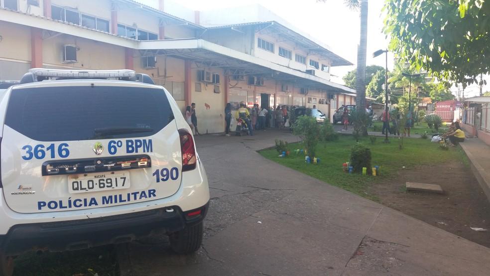 -  Suspeito de assalto foi levado para o Hospital de Emergência  Foto: John Pacheco/G1