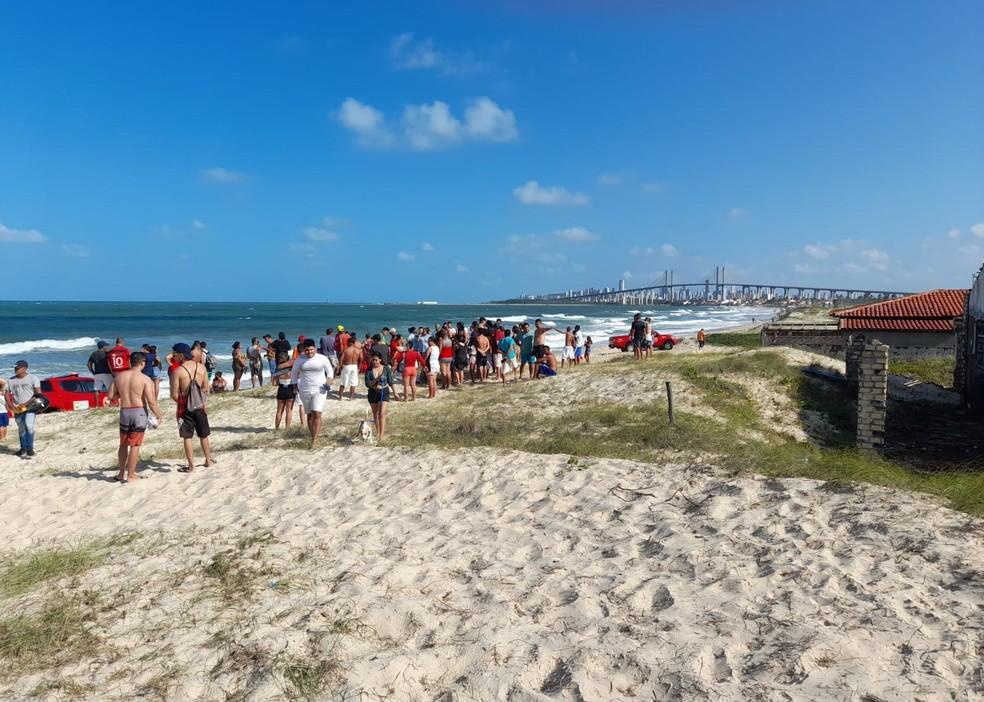 Afogamentos aconteceram na praia da Redinha, na Zona Norte de Natal — Foto: Redes sociais