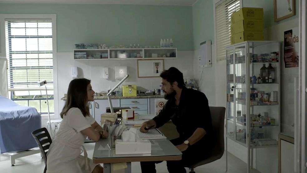 Renato pergunta a Tnia se ela pertende revelar a Z Vitor que est grvida Foto TV Globo