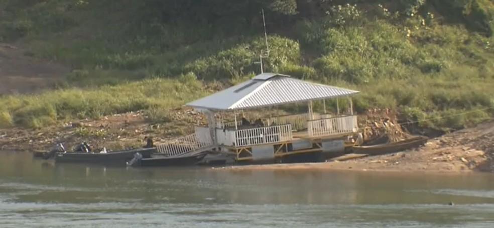 Contrabandistas e traficantes estão usando o Rio Paraná para atravessar a fronteira — Foto: Reprodução/RPC