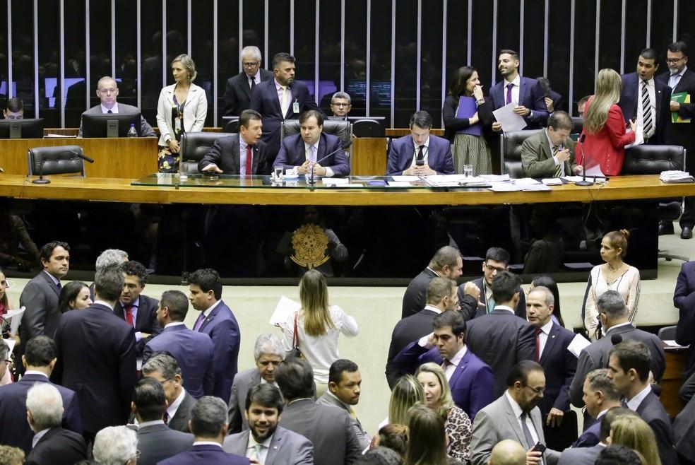Deputados reunidos no plenário da Câmara durante a sessão desta terça (26) para votar a PEC que trata dos investimentos do governo — Foto: Luis Macedo/Câmara dos Deputados