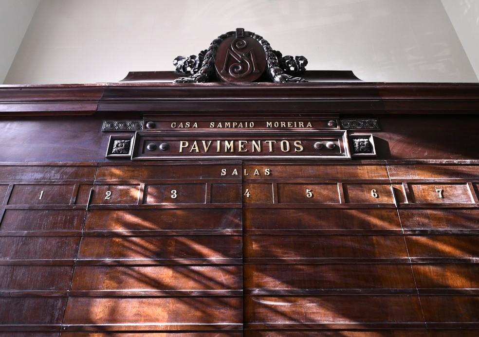Tradicional painel de madeira do edifício Sampaio Moreira — Foto: Eduardo Ogata/SECOM