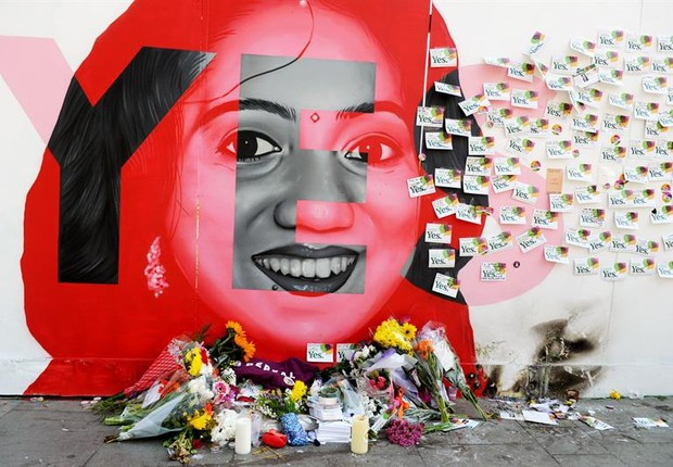 Memorial em homenagem à  Savita Halappanavar, mulher que morreu em decorrência de complicações na gravidez e que virou o símbolo do movimento pela legalização do aborto na Irlanda (Foto: EFE/EPA/AIDAN CRAWLEY)