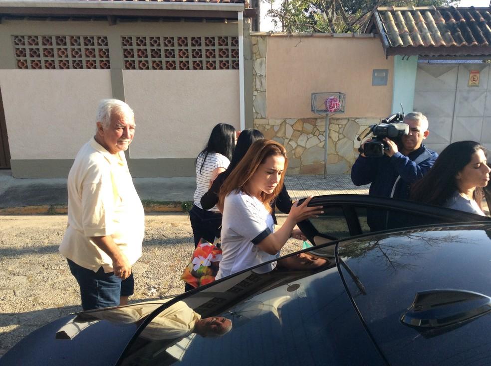 Ana Carolina Jatobá deixa a prisão em Tremembé paracelebrar Dia das Mães (Foto: Bruno Pellegrine/TV Vangarda)