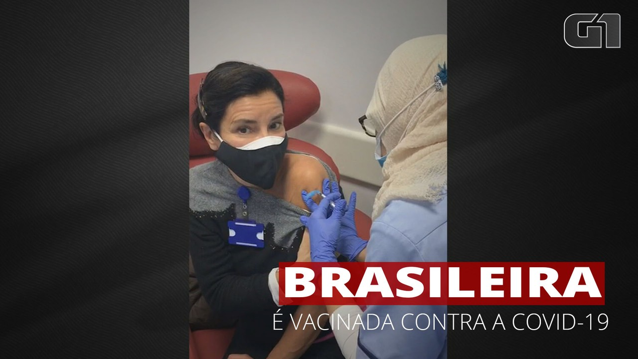 Brasileira é vacinada contra o novo coronavírus no Reino Unido
