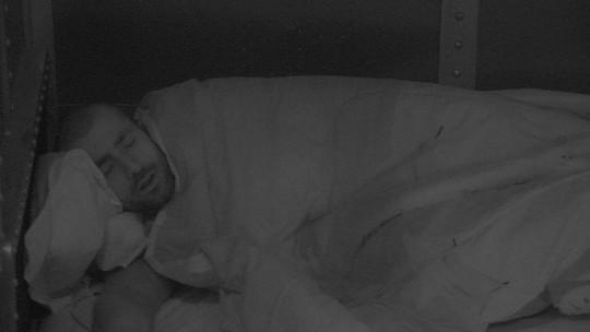 Kaysar volta a dormir no Quarto Submarino