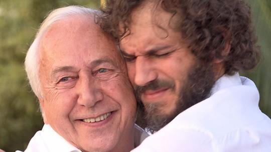 Paulo Rocha se emociona ao ser pego de surpresa em encontro com o pai no 'Estrelas'