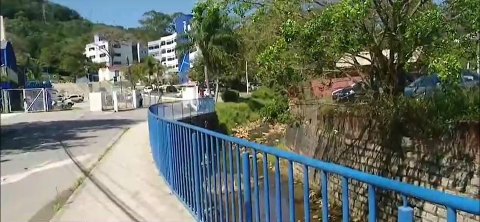 Região no Itacorubi em que deve começar túnel com ligação até Lagoa da Conceição, em Florianópolis — Foto: Reprodução/NSC TV
