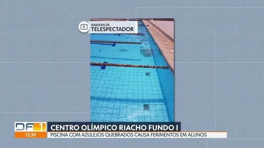 Alunos fazem natação em piscina de Centro Olímpico com azulejos quebrados