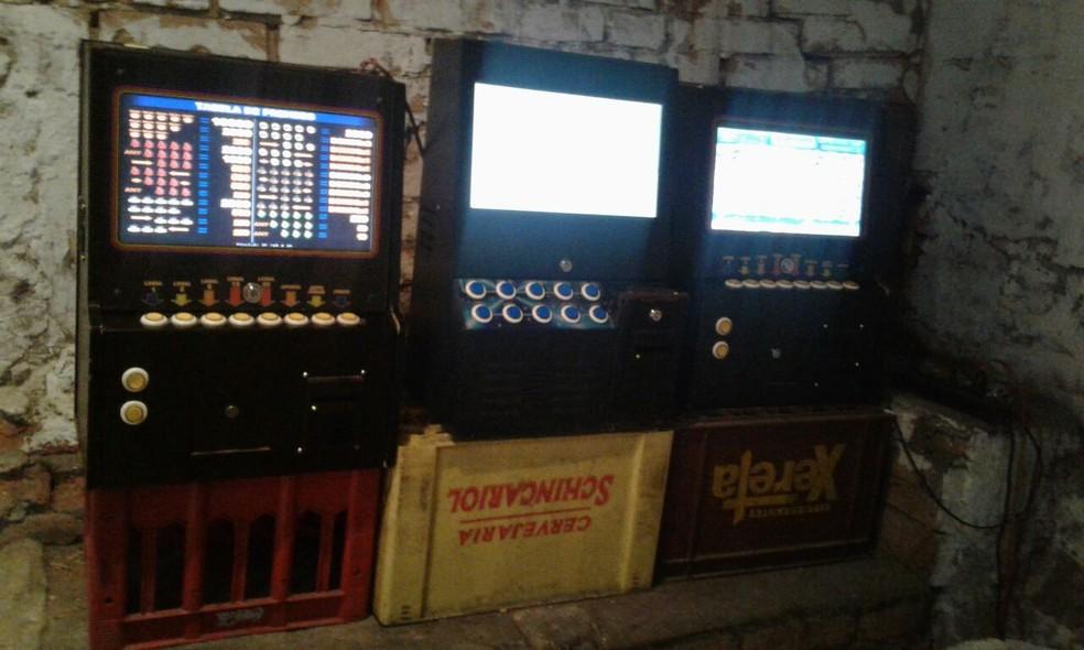 Polícia Militar encontrou máquinas em bares de Itu (Foto: Polícia Militar de Itu/Divulgação)