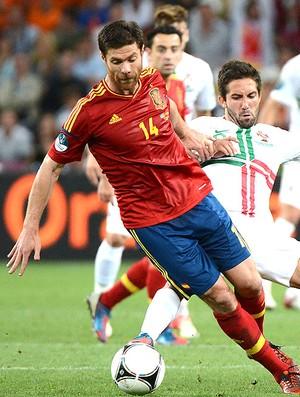 Xabi Alonso na partida da Espanha contra Portugal (Foto: AFP)