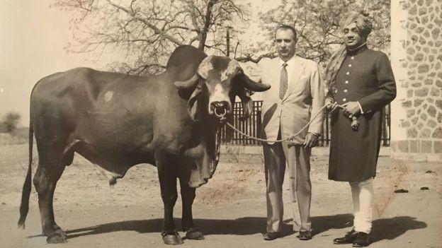 Celso Cid recebeu o marajá de Bhavnagar em sua fazenda em Sertanópolis, no início dos anos 1960 (Foto: BBC)