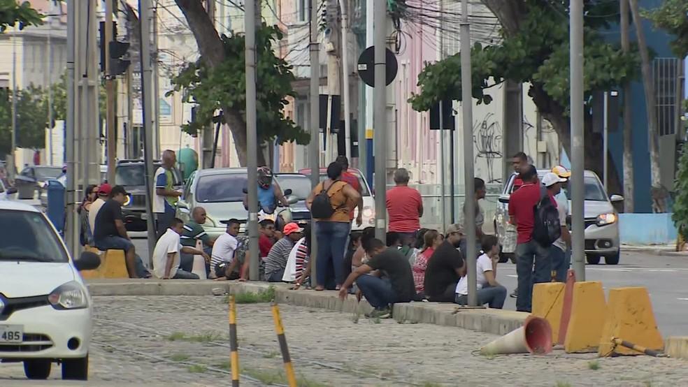 Receita Federal registra fila para regularização de CPF pelo segundo dia consecutivo, no Recife, nesta quinta-feira (9) — Foto: Reprodução/TV Globo