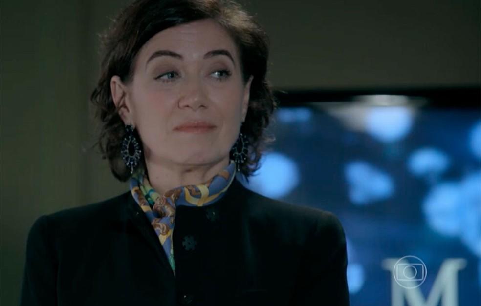 Em 'Império', Maria Marta (Lilia Cabral) manda a assistente descobrir quem é a amante de seu marido — Foto: Globo