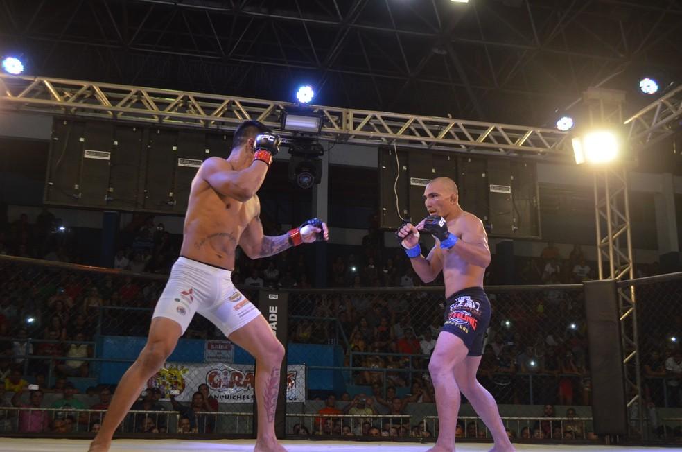 Última luta de Oberdan Pezão foi contra Tiago Trator (Foto: Rafael Moreira/GE-AP)