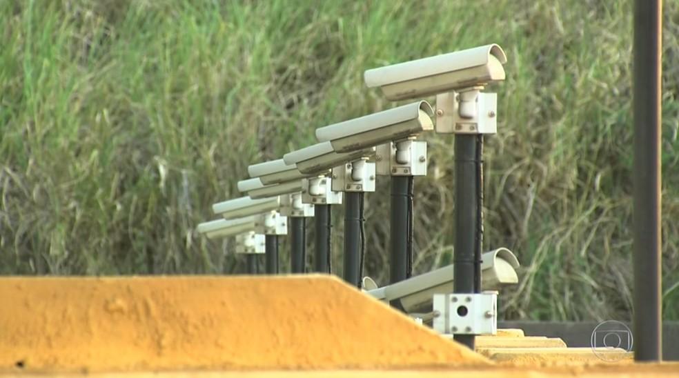 Câmeras de segurança ajudam a identificar motoristas que passam em pedágio sem pagar em Jundiaí (Foto: Reprodução/TV TEM)