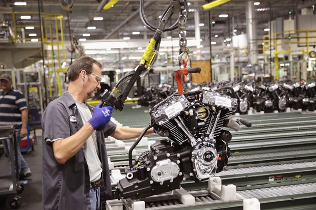 MENOMONEE FALLS, WI - JUNE 01:  Harley-Davidson motorcycle engines are assembled at the company's Powertrain Operations plant on June 1, 2018 in Menomonee Falls, Wisconsin. The European Union said it plans to increase duties on a range of U.S. imports, in (Foto: Getty Images)