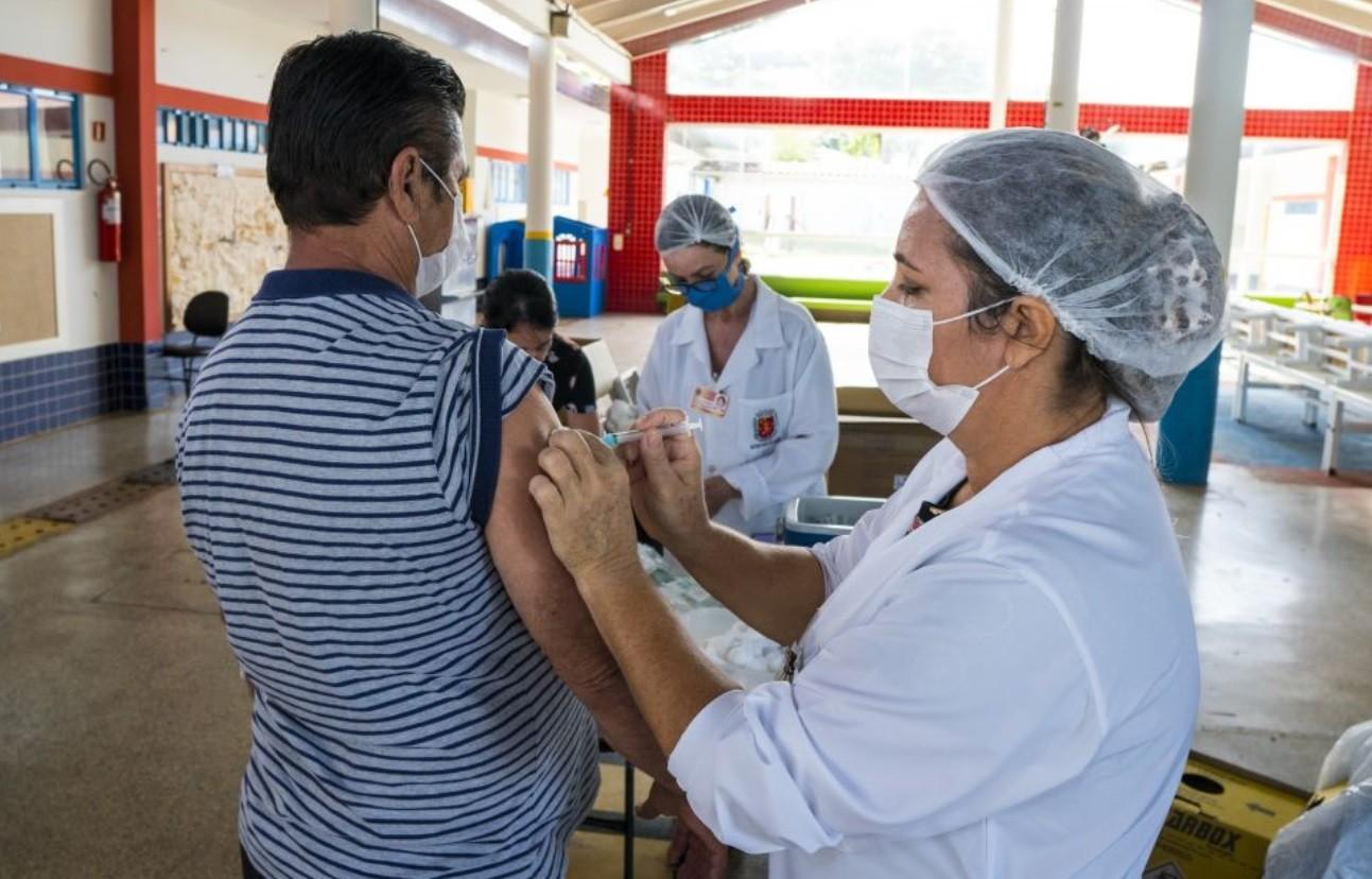 Vacinação contra a gripe é liberada para público em geral, em Maringá