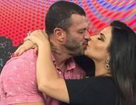 Solange Gomes é bloqueada por Kléber Bambam após selinho em reencontro