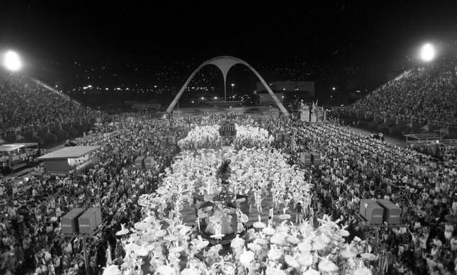 Chegada do desfile da Imperatriz Leopoldinense à dispersão, em 1989
