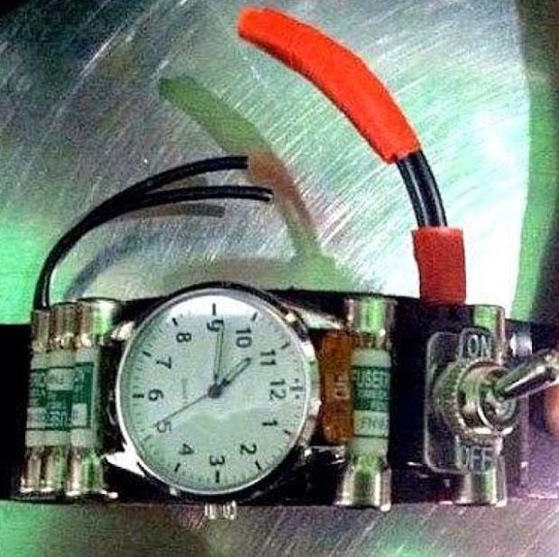 Um relógio usado em uma fantasia foi apreendido no Oakland International Airport por se parecer com um ativador de bomba (Foto: Reprodução/Instagram/TSA)