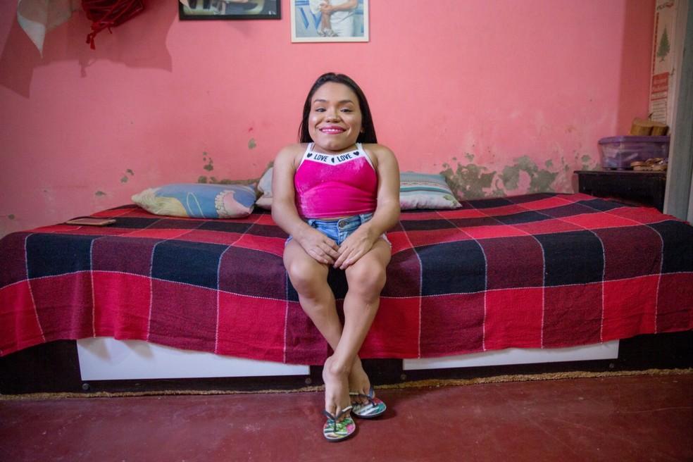 A cearense tem receio de não conseguir com o SUS os medicamentos necessários para o tratamento — Foto: Camila Lima/SVM