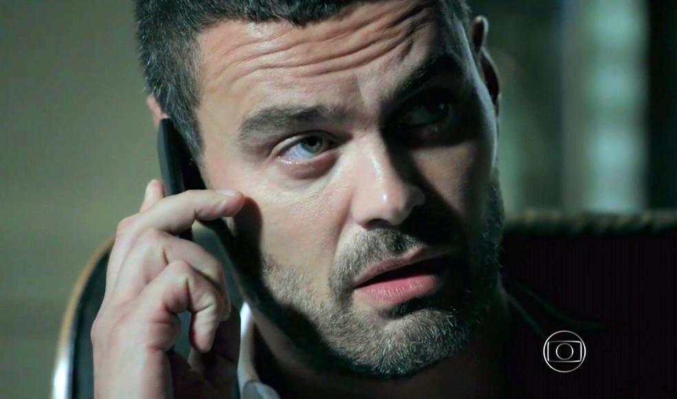 Maurílio (Carmo Dalla Vecchia) confessa que deseja se livrar de Cristina (Leandra Leal) - 'Império' — Foto: Globo