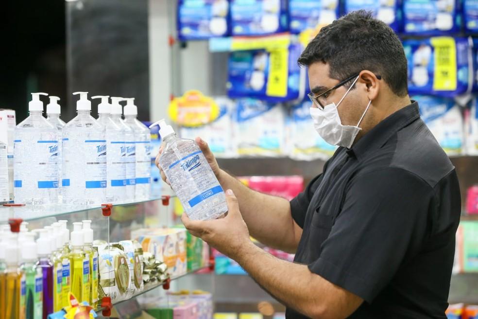 Farmácias estão impedidas de vender testes para o novo coronavírus no Ceará — Foto: Camila Lima/SVM