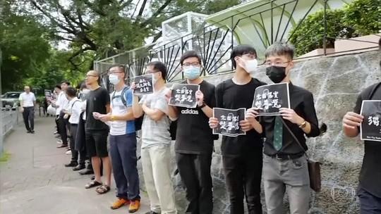 Centenas de estudantes protestam, em Hong Kong