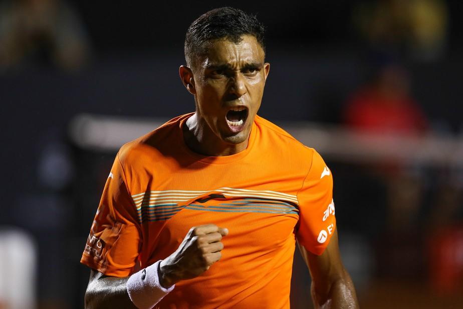 Thiago Monteiro vence argentino e vai à segunda rodada do ATP de Santiago, no Chile