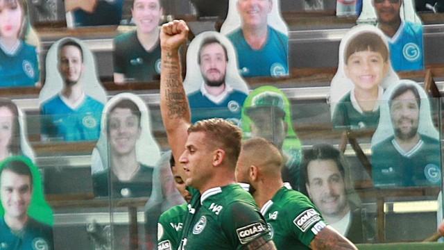 Goiás 2 x 0 Botafogo na Serrinha - Rafael Moura comemora o primeiro gol do jogo