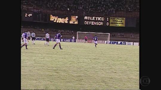 Há 22 anos, Defensor fez golaço surpreendente no Atlético-MG