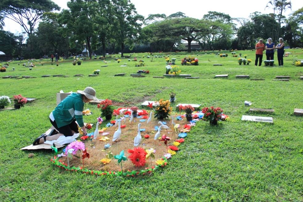 Após morte, familiares precisam tomar cerca de 70 decisões para concluir velório, sepultamento e luto pelo falecimento — Foto: Divulgação/Sincep