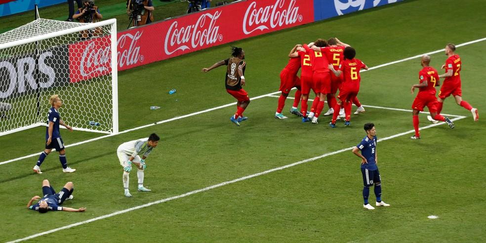 Belgas comemoram gol da classificação sobre o Japão (Foto: Reuters)