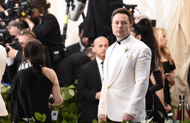 NEW YORK, NY - MAY 07:  Elon Musk attends Heavenly Bodies: Fashion & The Catholic Imagination Costume Institute Gala at Metropolitan Museum of Art on May 7, 2018 in New York City.  (Photo by Steven Ferdman/Getty Images) (Foto: Getty Images)