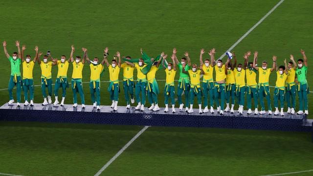 Jogadores brasileiros no alto do pódio