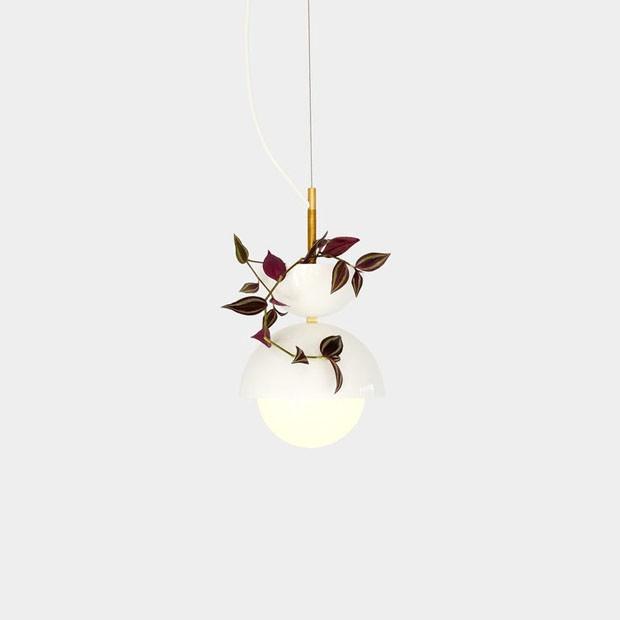 Designer canadense cria luminária minimalista que funciona como vaso (Foto: Divulgação)