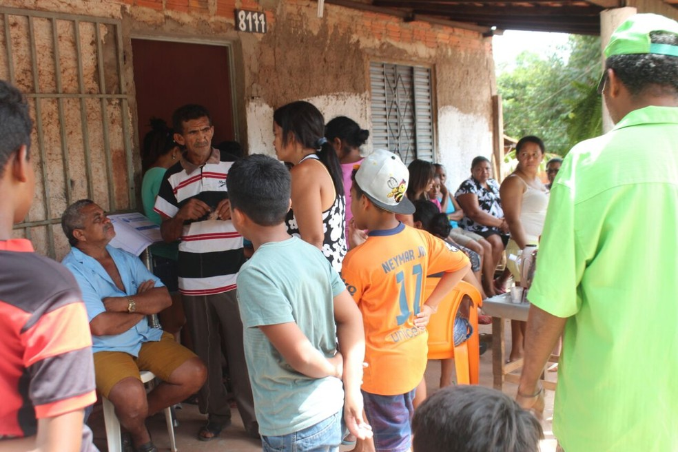 Corpo do menino foi velado na casa onde morava (Foto: José Marcelo/G1)